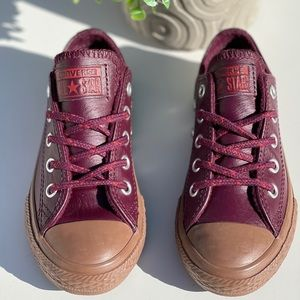 Converse🍁🍂low top leather sneakers Sz 11